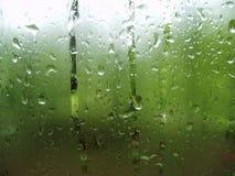 Fallin del mantiene de las gotas de agua Imagen de archivo libre de regalías