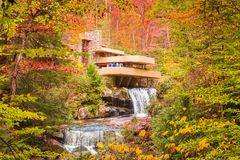 Fallingwater maler in - körningen, Pennsylvania, USA royaltyfri foto
