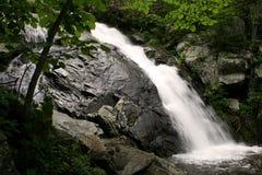 Fallingwater monte en cascade la cascade à écriture ligne par ligne Image stock