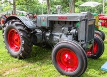 Fallmodell L Farm Tractor Fotografering för Bildbyråer