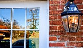 fallreflexionsfönster Arkivfoto