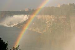 falls över regnbågen Royaltyfri Bild