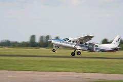 Fallschirm-Flugzeug stockfotos