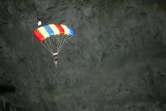 Fallschirm und Person Lizenzfreies Stockbild