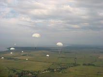 Fallschirmabsprünge stockbilder