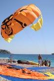 Fallschirme sind auf dem französischen Riviera aufregend Lizenzfreies Stockfoto