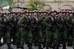 Fallschirmjäger vom 331. schützt Fallschirm-Regiment von Kostroma während der Hauptprobe der Parade auf Rotem Platz Lizenzfreies Stockbild