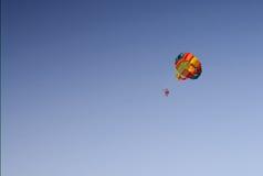 Fallschirmsegeln Lizenzfreies Stockfoto