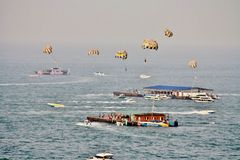 Fallschirmwassersport, Pattaya-Stadt, Chonburi-Provinz, Thailand Stockfoto