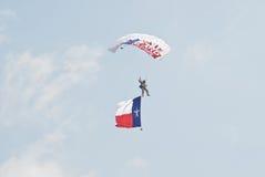 Fallskärmshoppare med den Texas flaggan Fotografering för Bildbyråer