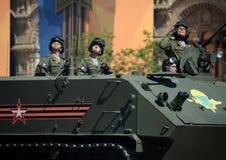 Fallskärmsjägare på bepansrad som kan användas till mycket amfibisk BTR--MDM`-Rakushka `, Fotografering för Bildbyråer