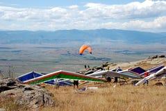 Fallskärmsjägare på himlen Royaltyfri Foto