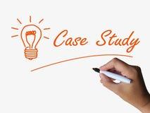 Fallstudie und Glühlampe zeigen Konzepte an lizenzfreie abbildung