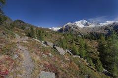 Fallszene in den Alpen, keine Leute herum lizenzfreie stockfotos