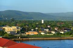 Falmouth domstolsbyggnad och kyrka, Jamaica Arkivfoto