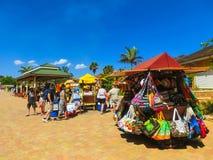 Falmouth Jamajka, Maj, - 02, 2018: Sprzedawcy uliczni sprzedaje pamiątkę turyści Obrazy Royalty Free