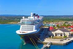 Falmouth Jamajka, Maj, - 02, 2018: Statku wycieczkowego Disney fantazja Disney linią promową dokował w Falmouth, Jamajka Obraz Royalty Free