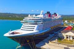 Falmouth Jamajka, Maj, - 02, 2018: Statku wycieczkowego Disney fantazja Disney linią promową dokował w Falmouth, Jamajka Obrazy Royalty Free