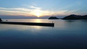 Falochron kamień w zmierzchu morzu zdjęcie wideo