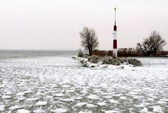 Falochron przy Jeziornym Balaton w zima czasie, Węgry Zdjęcie Royalty Free