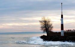 Falochron przy Jeziornym Balaton w zima czasie, Węgry Obrazy Stock