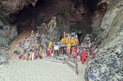 Falos de madera en cueva de la princesa. Railay Foto de archivo libre de regalías