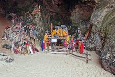 Falos de madera en cueva de la princesa. Railay. Tailandia Fotografía de archivo libre de regalías