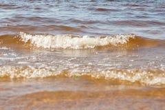 Falowa morze plaża na odgórnym widoku Obrazy Stock