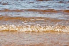 Falowa morze plaża na odgórnym widoku Obraz Royalty Free
