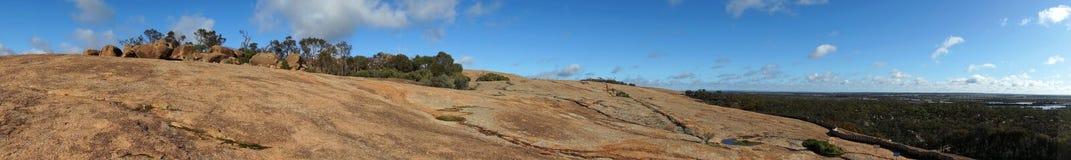 Falowa skała na wierzchołku Obrazy Royalty Free