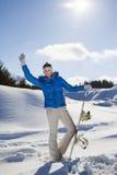 Falowanie młodej kobiety pozycja z snowboard w jej ręce obrazy stock
