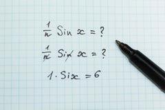 Falsche Lösung eines mathematischen Beispiels, mathematische Probleme stockbild