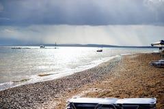 Falsches Wetter in Meer Nachsaison Stockbild