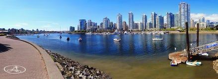False Creek de dock de regard au pont de Cambie, Vancouver photo libre de droits