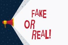 Falsificación del texto de la escritura de la palabra o real Concepto del negocio para comprobar si los productos son originales  stock de ilustración