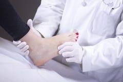 Falsifichi l'esame medico paziente immagini stock