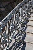 Falsk trappuppgång med skugga på gatan royaltyfri foto