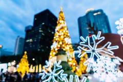 falta de definición abstracta e iluminación defocused en el árbol de navidad en Cristo Imágenes de archivo libres de regalías