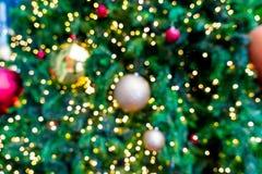 falta de definición abstracta e iluminación defocused en el árbol de navidad en Cristo Fotos de archivo