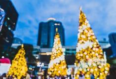 falta de definición abstracta e iluminación defocused en el árbol de navidad en Cristo Imagen de archivo