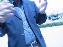 Falta de definición de la charla de las manos del hombre de negocios Imagen de archivo libre de regalías