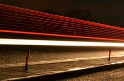 Falta de definición de la luz de la autopista de la noche Imágenes de archivo libres de regalías