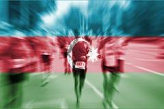 Falta de definición de movimiento del corredor de maratón con la mezcla de la bandera de Azerbaijan Fotografía de archivo