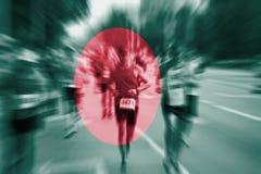 Falta de definición de movimiento del corredor de maratón con la mezcla de la bandera de Bangladesh Fotos de archivo libres de regalías