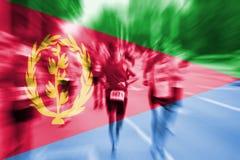 Falta de definición de movimiento del corredor de maratón con la mezcla de la bandera de Eritrea Fotografía de archivo