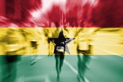 Falta de definición de movimiento del corredor de maratón con la mezcla de la bandera de Ghana Foto de archivo
