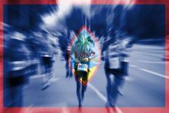 Falta de definición de movimiento del corredor de maratón con la mezcla de la bandera de Guam Imagen de archivo libre de regalías