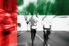 Falta de definición de movimiento del corredor de maratón con la mezcla de United Arab Emirates Fotografía de archivo