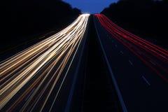 Falta de definición de movimiento del tráfico de la noche Fotografía de archivo