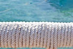 Falta de definición en Filipinas una cuerda en barco accesorio del yate como extracto del fondo fotografía de archivo